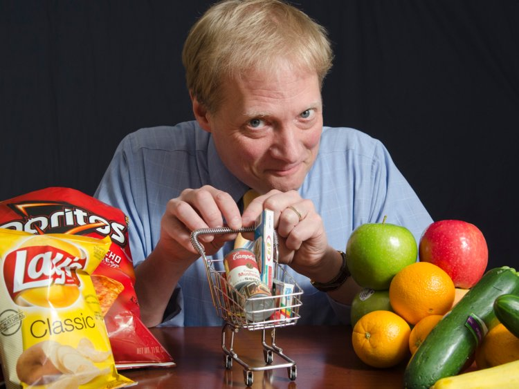Brian Wansink. Imagen tomada de: https://www.businessinsider.com/everything-we-know-about-healthy-eating-is-wrong-heres-the-man-whos-proving-it-2015-10?IR=T