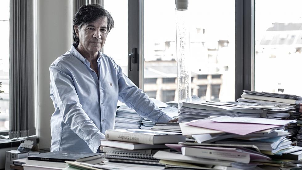 Carlos López-Otín. Imagen tomada de: https://elpais.com/elpais/2016/12/21/eps/1482275152_148227.html